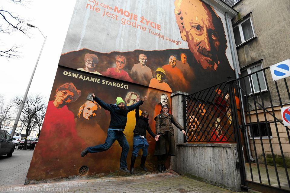 Mural z franciszkiem pieczk ods oni ty przy pi knej for Mural z papiezem franciszkiem