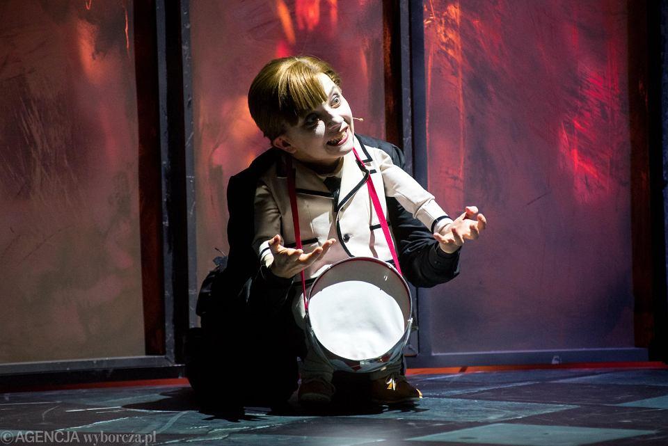 'Blaszany bębenek' - próba prasowa spektaklu w Teatrze Capitol. Na zdjęciu Agata Kucińska