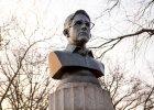 Jedno popiersie Snowdena i miliardy zdj�� penis�w