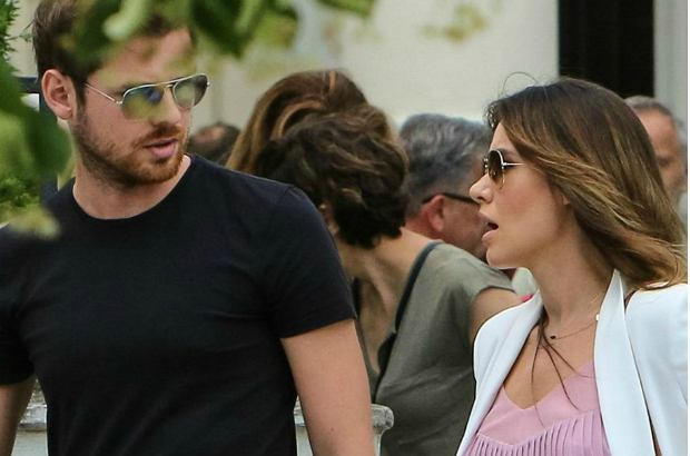 Zdjęcie numer 0 w galerii - Marta Żmuda Trzebiatowska na spacerze z mężem. Wygląda czarująco! Nie maskuje już ciążowego brzucha