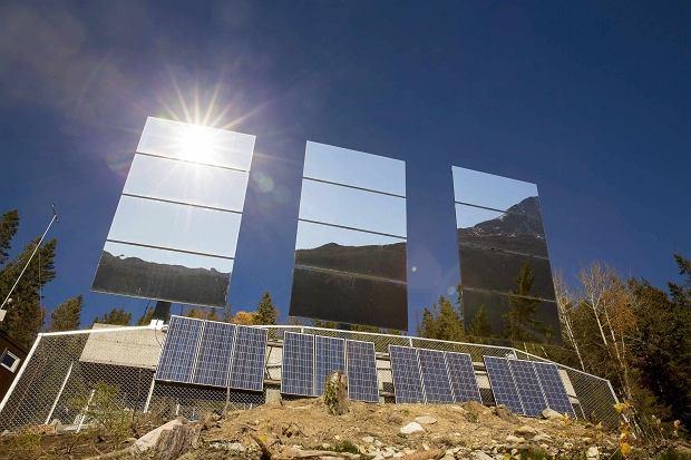 Ogromne lustra zosta�y zamontowane na zboczach g�r otaczaj�cych Rjukan
