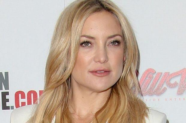 """Kate Hudson zdecydowała się na radykalne cięcie. Długie blond włosy zamieniła na krótkiego """"jeżyka"""". Zobaczcie jej metamorfozę."""