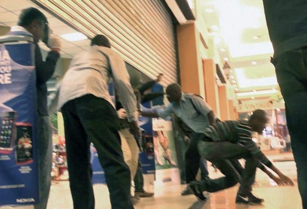 Wnętrze Westgate w czasie akcji policji. Kadr z wideo upublicznionego w sobotę