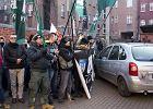 Narodowcy chcą wyrzucić muzułmanów z Katowic. Przyszli pod ich budynek [ZDJĘCIA i WIDEO]