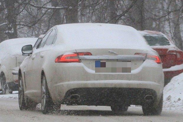 Kinga Rusin, samochód, jaguar, zima, śnieg