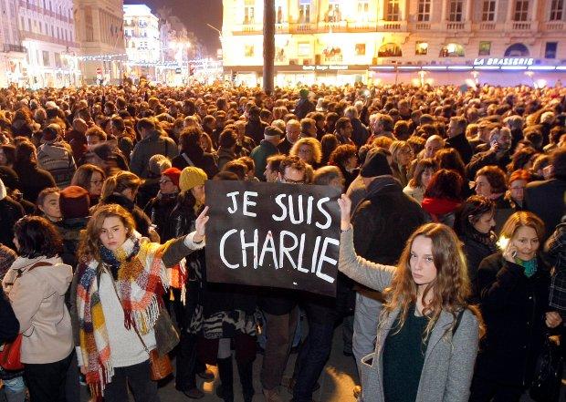 """""""Narysowa�em Mahometa, napisa�em 'wszystko przebaczone' i p�aka�em"""". Poruszaj�ca konferencja """"Charlie Hebdo"""""""