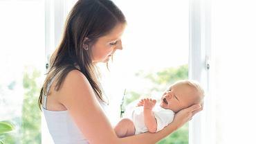 Przebywanie sam na sam z dzieckiem może być frustrujące. Warto znaleźć inne mamy i choćby na spacer wybierać się w miłym towarzystwie.