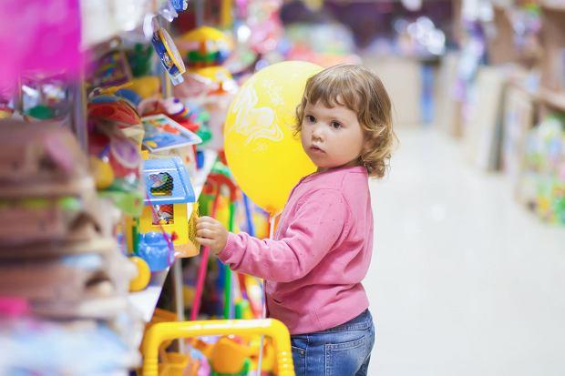 Wybierając zabawki dla dzieci warto zachować czujność. W obiegu sporo jest zabawek niebezpiecznych, zwłaszcza dla najmłodszych użytkowników.