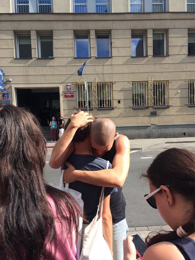 Zdjęcie numer 3 w galerii - Co się stało przed Sejmem? Obrońca Sądu opowiada, jak policjant uderzył policjanta megafonem