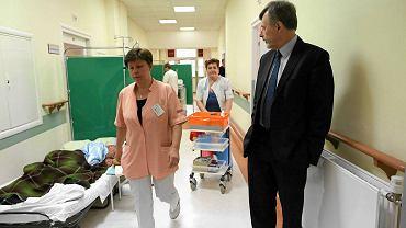 Marek Balicki, dyrektor Szpitala Wolskiego, na oddziale chorób wewnętrznych.