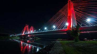Podświetlony most na S7 w Krakowie