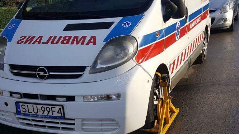 Straż miejska zablokowała ambulans
