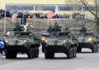 NATO daje prztyczka w nos Kremlowi. �o�nierze defilowali nieca�e 300 metr�w od rosyjskiej granicy