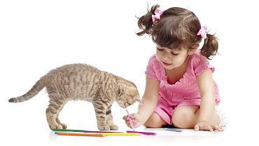 Jak narysować kota? Dla dziecka najważniejsze jest, by obiekt na obrazku miał kocie atrybuty (wąsy, ogon, trójkątne uszy).