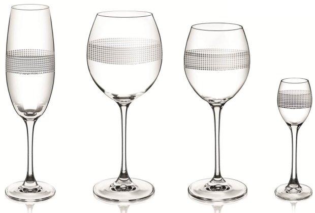 Kieliszki do: szampana, czerwonego wina, białego wina, wódki.