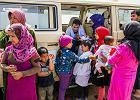 Uchodźcy z Syrii koczują w Libanie. Dzieci bawią się na gruzowiskach, dłubią w ziemi, wyglądają zza przepierzeń i płyt paździerzowych