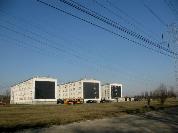 Dudziarska 40 - najgorszy adres w Warszawie. Trzy bloki w szczerym polu. Obok spalarnia śmieci