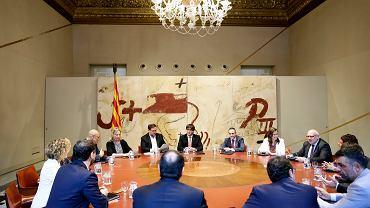 Premier Katalonii Carles Puigdemont podczas specjalnego posiedzenia rządu w Barcelonie. 9 czerwca 2017 r.