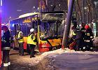 Wypadek miejskiego autobusu. Ranni, kierowca uwi�ziony