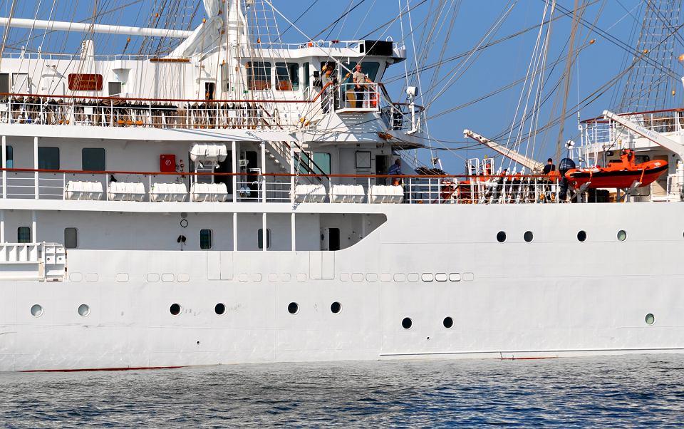 صور السفينة الشراعية الجزائرية  [ الملاح 938 ] - صفحة 6 Z22121916V,Zaglowiec--El-Mellah--zbudowany-przez-stocznie-Rem