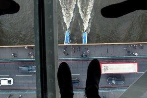 """P�k�a szklana platforma nad Tower Bridge. Turysta: """"Wygl�da�o to przera�aj�co"""". Dyrektor: """"Jeste�my nadal otwarci"""""""