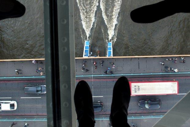 """Pękła szklana platforma nad Tower Bridge. Turysta: """"Wyglądało to przerażająco"""". Dyrektor: """"Jesteśmy nadal otwarci"""""""