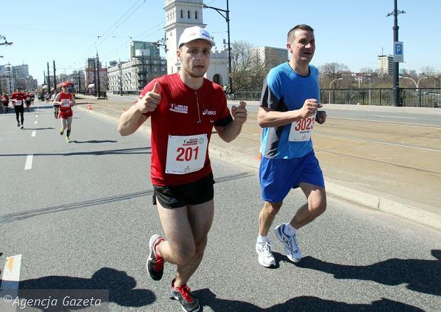 Pawe� Jeleniewski i jego przypadkowy marato�ski towarzysz - Waldek. Orlen Warsaw Marathon
