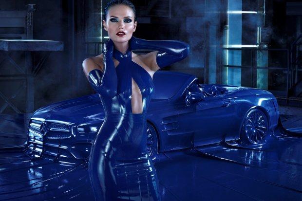 Mercedes SL | Wyj�tkowa sesja z pi�kn� modelka i... lateksem