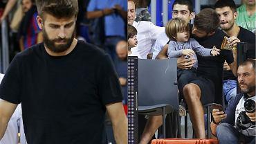 Gerard Pique z synami na meczu