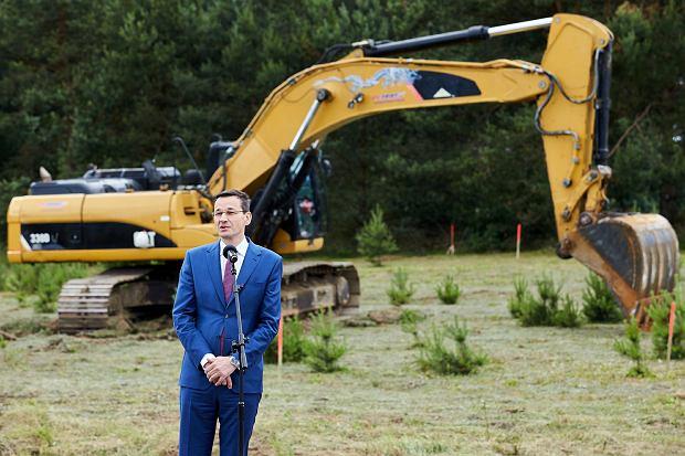 Wicepremier Mateusz Morawiecki podczas symbolicznego rozpoczęcia inwestycji w ramach programu ' Mieszkanie Plus'