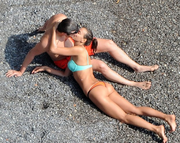 10.AUGUST.2015 - AMALFI COAST - ITALY*** EXCLUSIVE PICTURES ***STRICTLY NOT AVAILABLE IN ITALY AND FRANCE**ONLINE EMBARGO UNTIL 19:30 GMT ON WEDNESDAY 12TH AUGUST 2015*HOLLYWOOD HEARTTHROB ACTOR BRADLEY COOPER AND HIS SUPERMODEL GIRLFRIEND IRINA SHAYK SEEN ENJOYING THE BEAUTIFUL AMALFI COAST.  IRINA PROVES SHE ISNT JUST A PRETTY FACE AS SHE PUTS HER MAN IN A CHOKE HOLD WHEN HE LEAST EXPECTS IT !!!BYLINE MUST READ : XPOSUREPHOTOS.COM***UK CLIENTS - PICTURES CONTAINING CHILDREN PLEASE PIXELATE FACE PRIOR TO PUBLICATION *****UK CLIENTS MUST CALL PRIOR TO TV OR ONLINE USAGE PLEASE TELEPHONE 44 208 370 0291** *** Local Caption ***   zdjecie z zasobu FORUMPAF BRADLEY COOPER - IRINA SHAYK - CPRMP