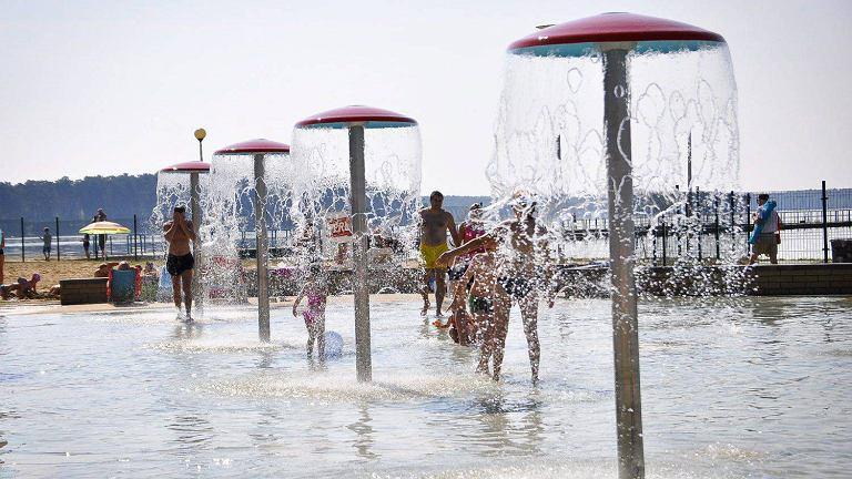 Zgodnie z zapowiedziami Miejskiego Ośrodka Sportu i Rekreacji w Lublinie w przedostatni weekend września Słoneczny Wrotków znowu był otwarty. Na koniec sezonu chętnych do skorzystania z atrakcji w Ośrodku nad Zalewem Zemborzyckim nie brakowało. Zwłaszcza, że pogoda wyjątkowo dopisała. Bezchmurne niebo i prawie 30 stopni Celsjusza przyciągnęły tłumy nad wodę. W rekordowy dzień tegorocznych wakacji na terenie
