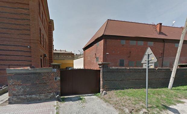Prokuratura oskarżyła strażnika  z Głubczyc. Miał molestować seksualne więźnia