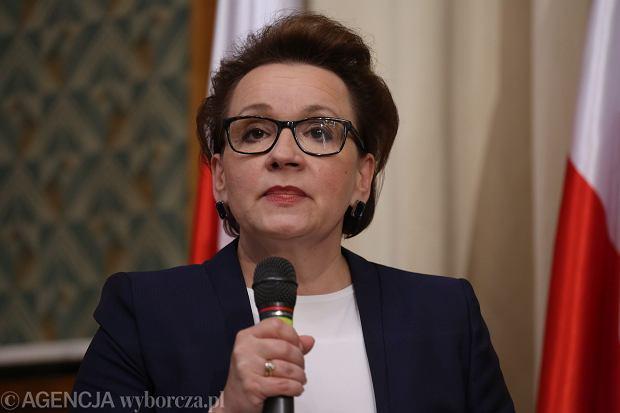 PO i Nowoczesna żądają dymisji minister. Mazurek: Ten wniosek wprowadza chaos