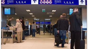Odprawa graniczna na lotnisku