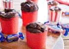 <strong>Muffinki</strong> czekoladowe z cukierkami z Mieszanki Wedlowskiej - propozycja od E.Wedel