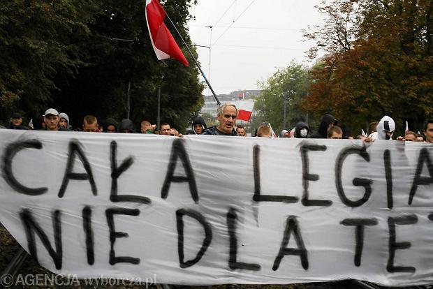 Warszawa: trwa demonstracja narodowców przeciw uchodźcom [RELACJA W PERISCOPE]