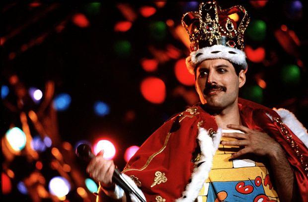 Gitarzysta legendarnego zespołu Queen Brian May podzielił się z obserwującymi fotografią, która pochodzi z planu nowego filmu biograficznego.