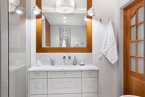 Jasna łazienka. Jakie oświetlenie wybrać do łazienki?
