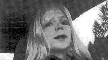 W 2013 r. sąd wojskowy skazał Bradleya Manninga na 35 lat więzienia. Po wyroku Manning ogłosił, że od zawsze czuł się kobietą, i przyjął imię Chelsea.