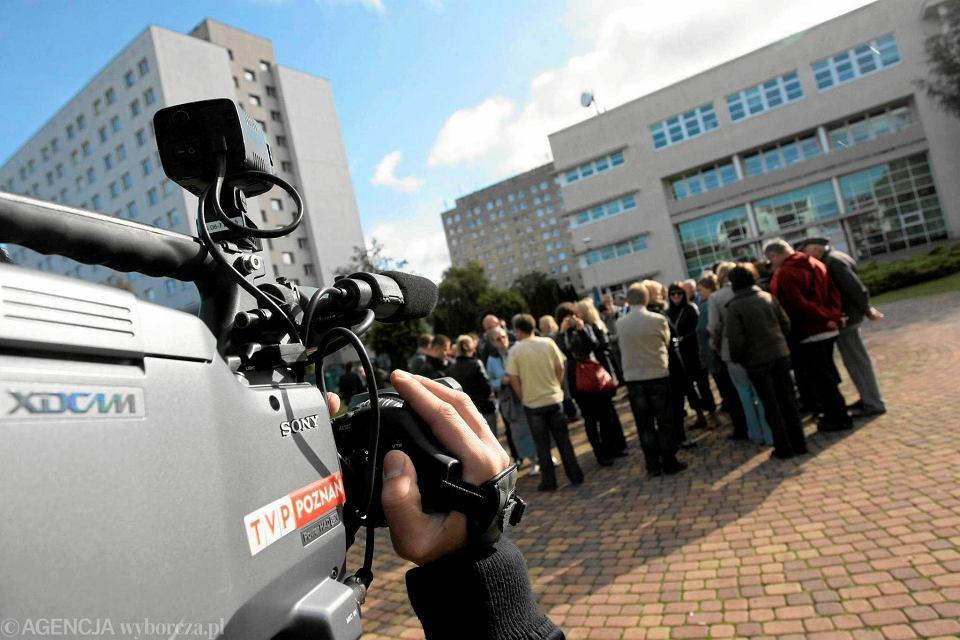 9 październik 2009 r., pracownicy poznańskiego oddziału TVP protestują po pojawieniu się pogłosek o  planach zatrudnienia Agaty Ławniczak na stanowisku szefa oddziału