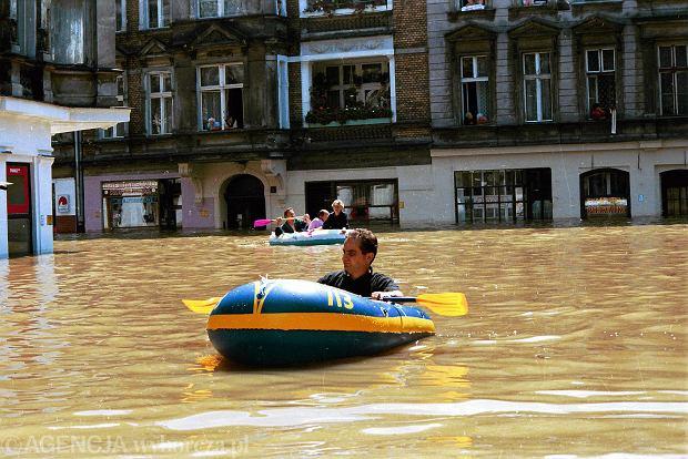 Powódź w Polsce kontrolowana. Nowa strategia: rozbieramy wały, żeby nie zalać miast