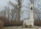 Zdewastowany pomnik sowieckiego generała. Tuż przed wizytą Rosjan