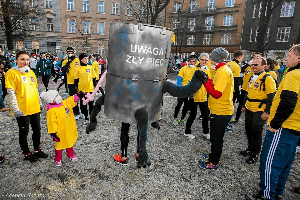 W proteście przeciw zanieczyszczeniu powietrza ulicami centrum Krakowa w I Krakowskim Biegu Antysmogowym przebiegło w lutym blisko 200 osób