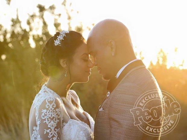Wokalista ożenił się z Crystal Renay.