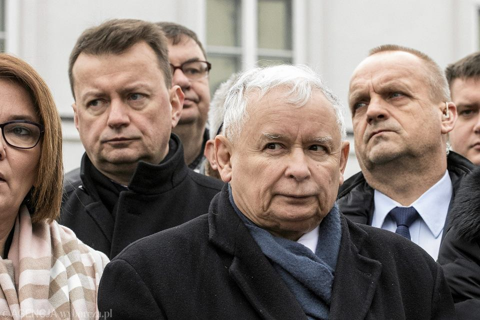 Prezes Jarosław Kaczyński podczas porannych obchodów kolejnej, 94. miesięcznicy smoleńskiej. Warszawa, 10 lutego 2018