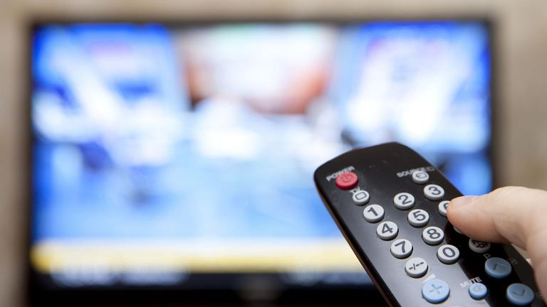 PiS nagle zamraża prace nad ustawą uszczelniającą abonament RTV. Powód? Są trzy. Przede wszystkim PiS boi się wściekłości wyborców