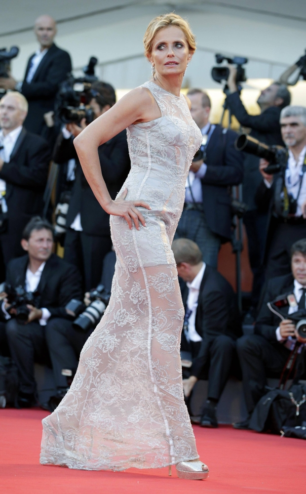 """Italian actress Isabella Ferrari arrives for the red carpet of the movie """"The Reluctant Fundamentalist"""" at the 69th Venice Film Festival August 29, 2012. REUTERS/Max Rossi (ITALY - Tags: ENTERTAINMENT)"""