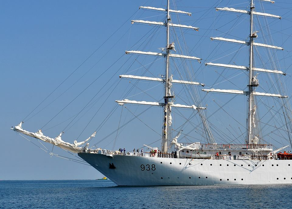 صور السفينة الشراعية الجزائرية  [ الملاح 938 ] - صفحة 6 Z22121918V,Zaglowiec--El-Mellah--zbudowany-przez-stocznie-Rem