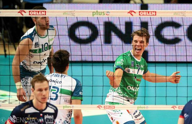 W zielonej koszulce Maciej Olenderek